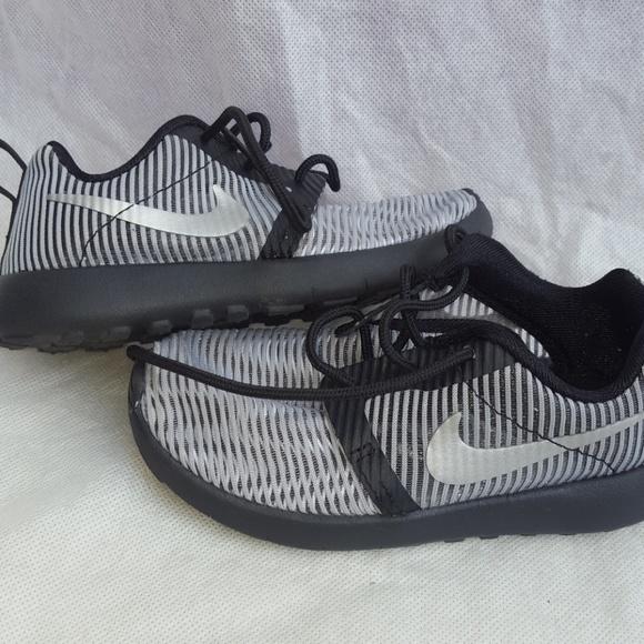 timeless design c6fa9 35c9f Nike Roshe Kids